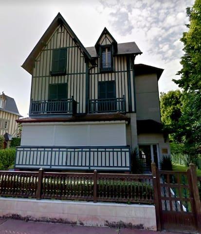 Superbe villa, 5 min de la mer - Deauville - Villa