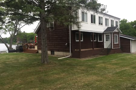 Lakefront Large Family Cottage on Twin Lakes!