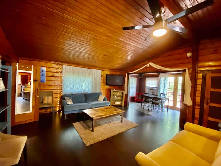 Cozy Pocono Cabin Close to Everything!