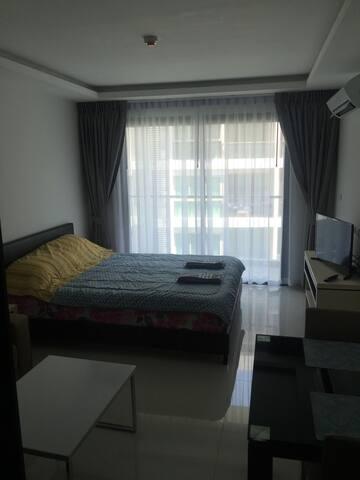Новые апартаменты рядом с пляжем 5* - Muang Pattaya - Apartment