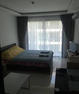 Новые апартаменты рядом с пляжем 5* - Muang Pattaya - Huoneisto