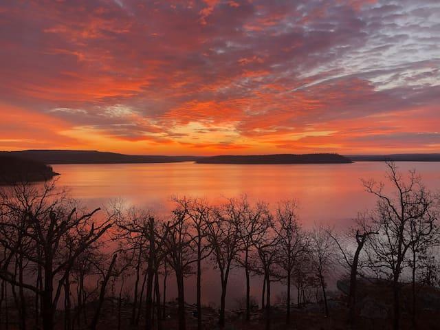 Safehaven Refuge - Lakefront Paradise!