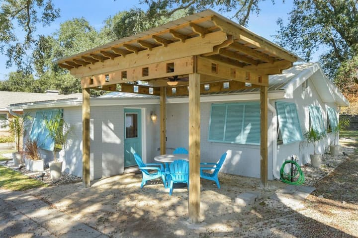 Shady Oaks Beach House With Beautiful Ocean Views!
