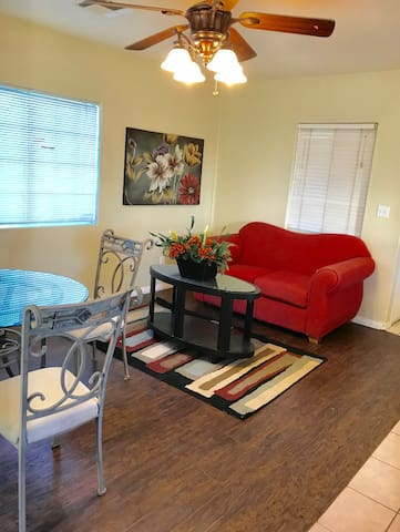COZY HOUSE  IN (WEST PALMDALE) safe BEST AREA !