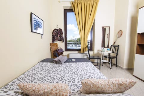 Your little vintage italian style bedroom in the city center with amazing view!