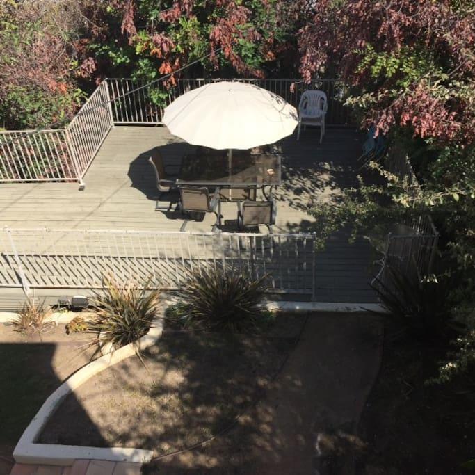 Sociable Back Yard & Deck