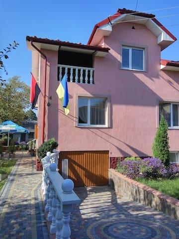 Комната в особняке в центре города - Стрый - Casa