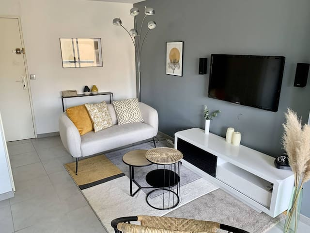 Very nice apartment in center 5 min beach Parking