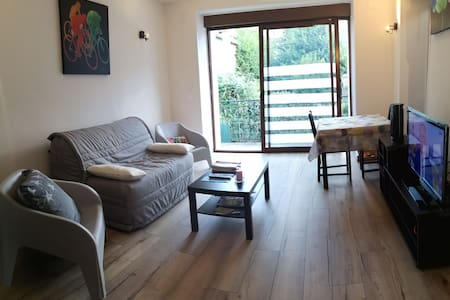 Renewed apartment with 3 rooms and private parking