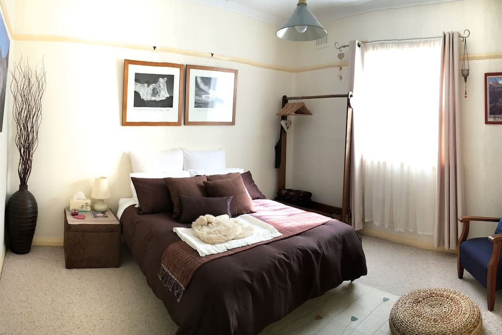 Cardamon Cottage bedroom - Spacious and cozy