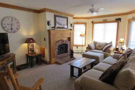 Great Family Getaway! Ski-In/Out Condo at Jay Peak