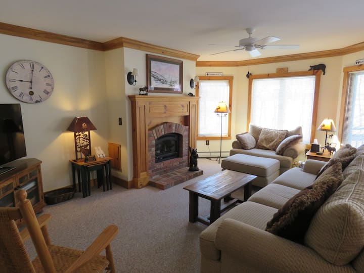 Great Family Getaway! Jay Peak Ski-In/Out Condo.