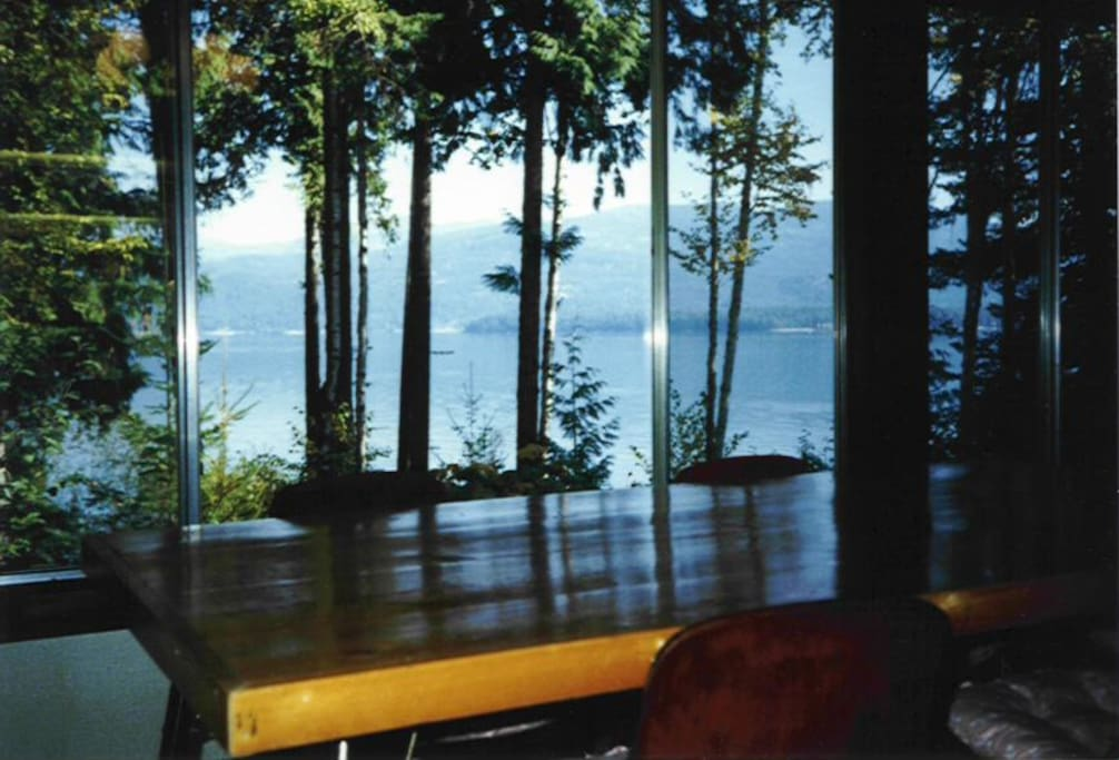 Spectacular lakeview from the diningroom!