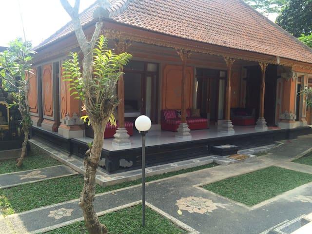 Agung Bali Guest House - Gianyar - Gästehaus