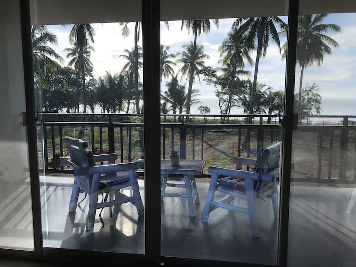 Narra Beach House & Gardens (Penthouse)