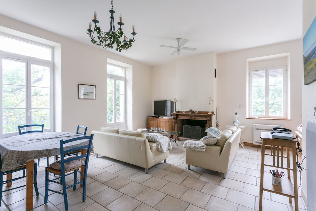 espace et confort quartier culturel appartamenti in. Black Bedroom Furniture Sets. Home Design Ideas