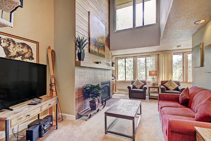 Modern Condo Located Downtown! Hot Tubs, Across the Street from Gondola! - Ski Hill Condo 31