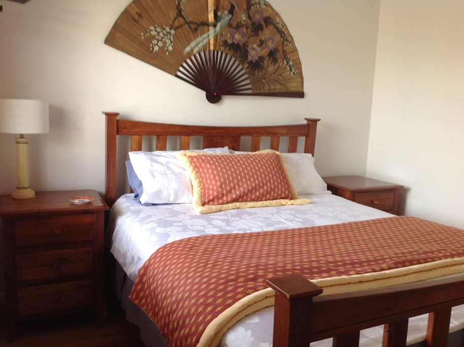 Queen bed, comfortable mattress, 500gsm linen, BI robes, timber floor, ceiling fan, private bedroom.