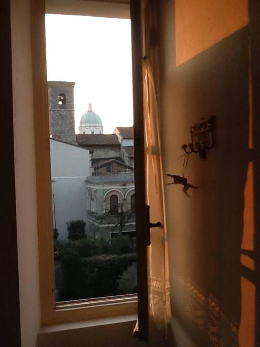 Vista sul Duomo e torre del Broletto