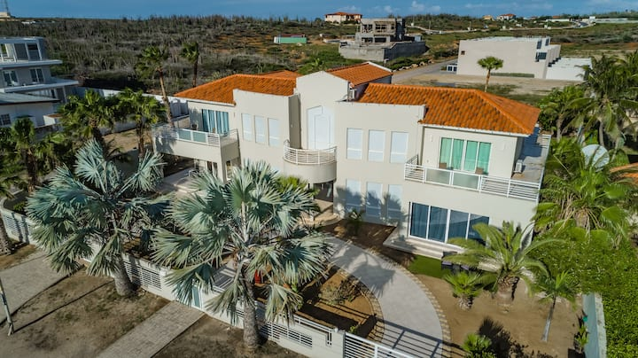 Gorgeous 5BR beachfront Villa, Boca Catalina Beach