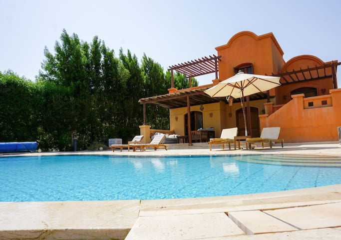 """""""Yellowfin"""" 3 Bedroom Villa with Private Heated Pool, Gouna"""