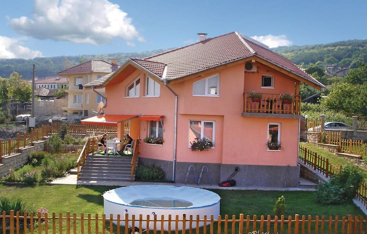 Holiday cottage with 3 bedrooms on 250 m²