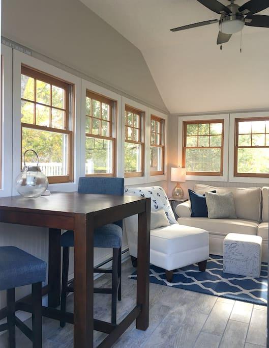 Familyroom/Sunroom with loads of window/light