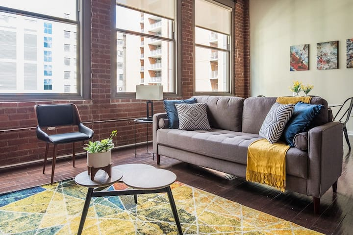 Comfy 2br Loft Overlooking Cultural District