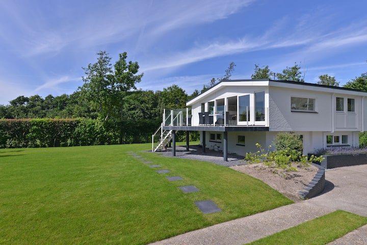 Cosy Holiday Home in Kamperland near the Lake