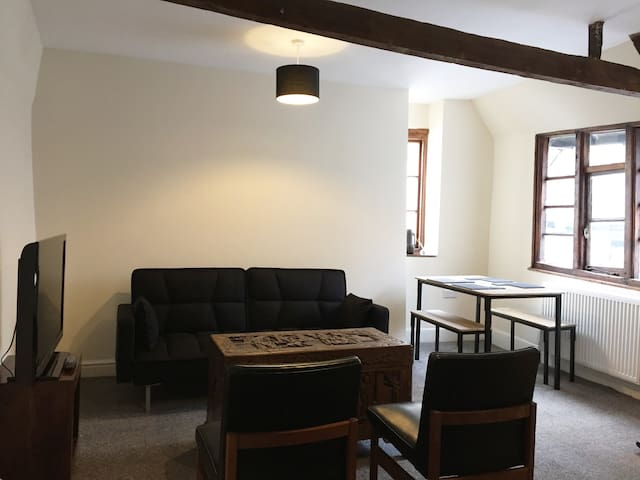 *NEW - Central Exeter 1 Bed Top floor Apartment