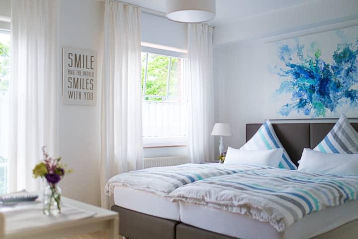 Gästehaus Kanders - Zimmer mit Balkon/Miniküche