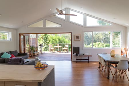 Sun drenched luxury retreat. - Avoca Beach