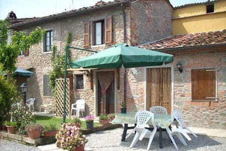 Corte Pincione 1 - Montecarlo - Huis
