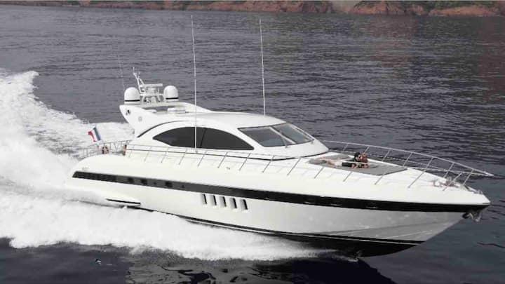 Luxury yacht 3BR豪华游艇三室三卫,配有KTV