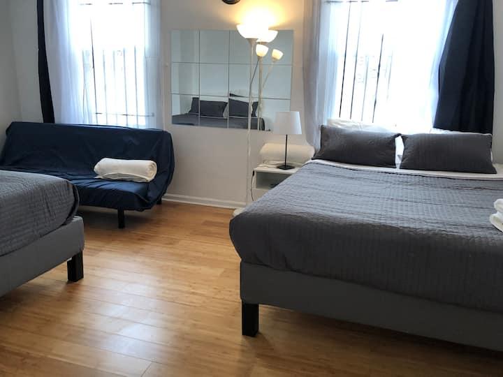 GN, 8bedrooms,3bath 17 beds, 35guestArt museum,