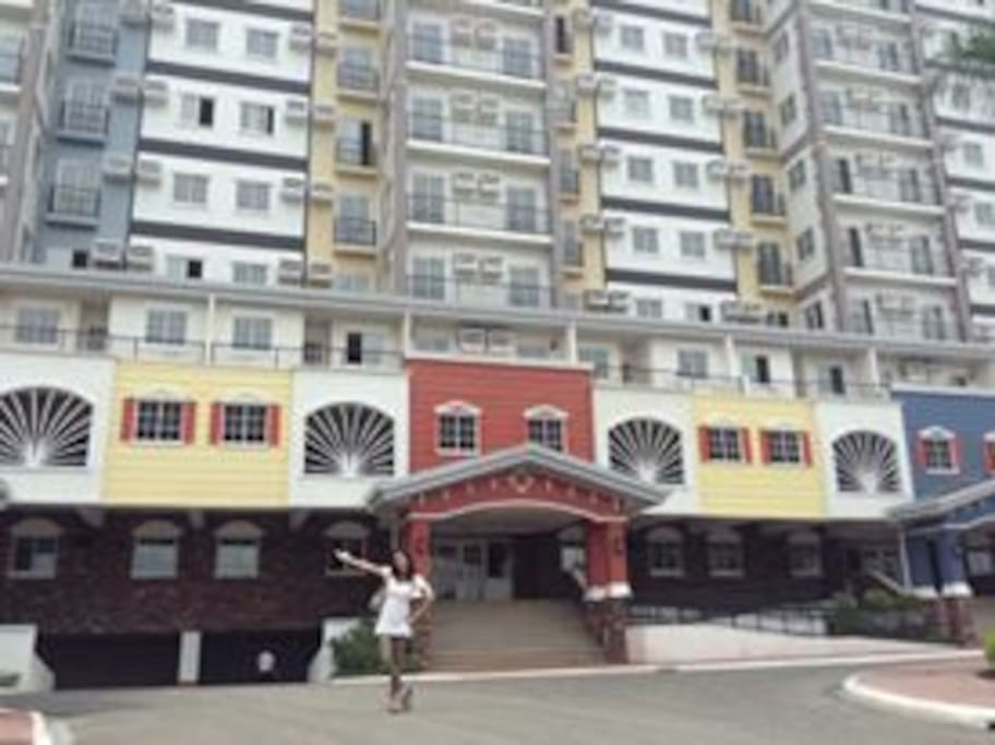 It's fun living in Cebu City! For reservation pm me ;) Location: Dutuerte St. , Banawa, Cebu City  AppleOne Banawa Heights derives inspiration from the vibrant spirit and colorful living of the San Francisco Bay Area and puts it right at the heart of Metro Cebu, right where your passion thrives. Here, your new home is your new inspiration.  Sprawling on a 2.8-hectare property, AppleOne Banawa Heights features three different residential concepts: The Mansionettes, the Villas, and the Towers, which are divided into private clusters such that on each floor you will only have on to five neighbors maximum.  Amenities: -Penthouse pool -Five Swimming pools -Grand Entrance -Grand Fountain -Gazebo - Basketball court - Jacuzzi - Roofdeck lounge - Mansionette entrance gate  FOR INQUIRIES CONTACT: Loreben Abaquita