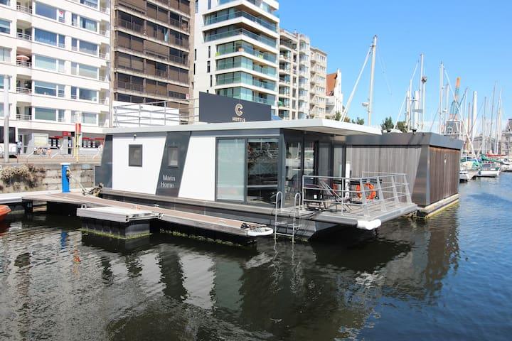 Houseboat met zicht op de Mercator jachthaven