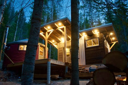 Two Ravens Yurt: Romantic, Modern, Eco-Friendly