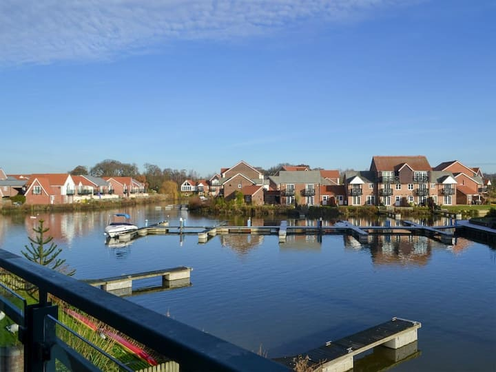The Moorings (UK13048)