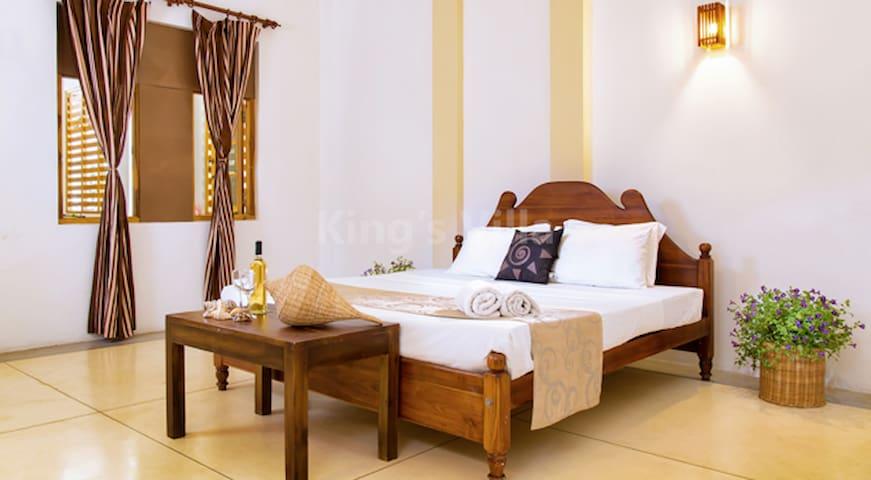 Kings Villa - (Official) Standard Double Room 01 - Tangalle - Villa