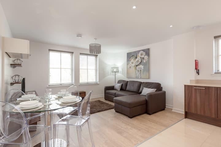 Kew Terrace Luxury Apt. (Haymarket/Roseburn)