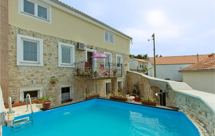Nice apartment in Grizane with Outdoor swimming pool, WiFi and 3 Bedrooms