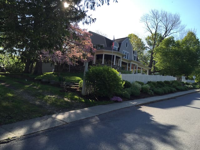 Hilltop House Bed & Breakfast - Amenia - Bed & Breakfast