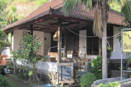 Bamboo Paradise Guesthouse and Dorm - Manggis - Bed & Breakfast