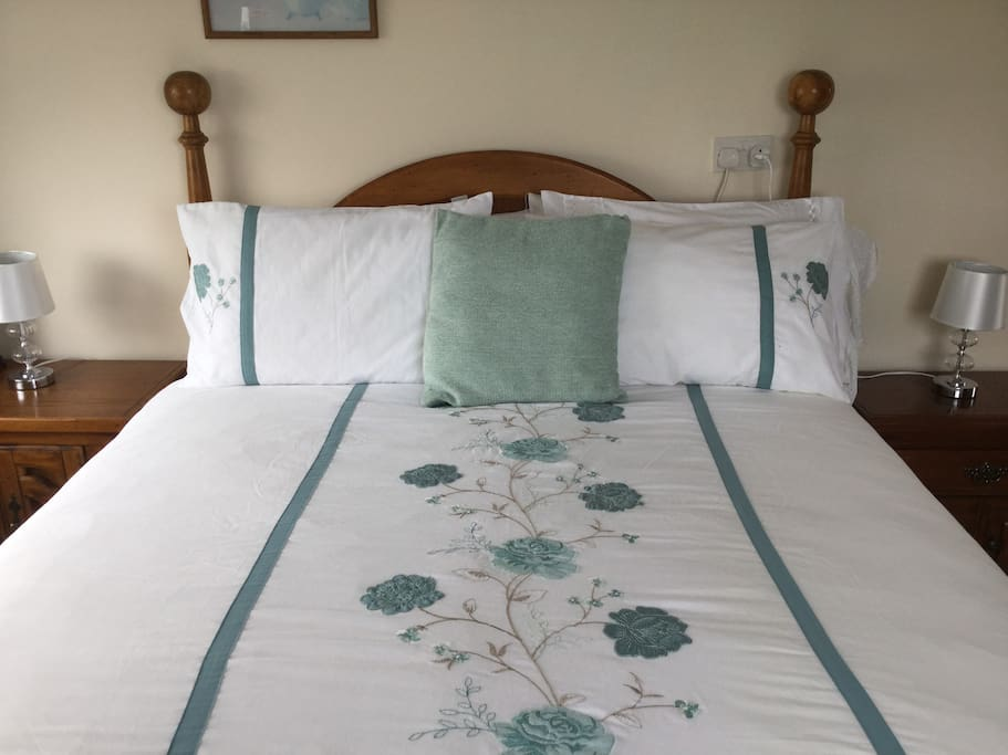 Queen bed in double room