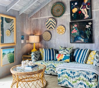 Super-Charming 2BR Cottage by the Sea