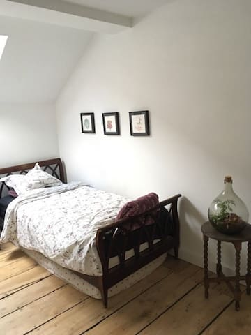 ROOM IN THE CENTER OF BX (IXELLES)