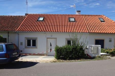 Casa dos vinagres - 3 quartos - 120m²- Remodelada - Pombal - 独立屋