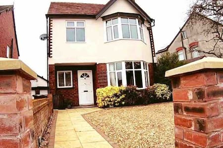 Beautiful Detached House, in an excellent location