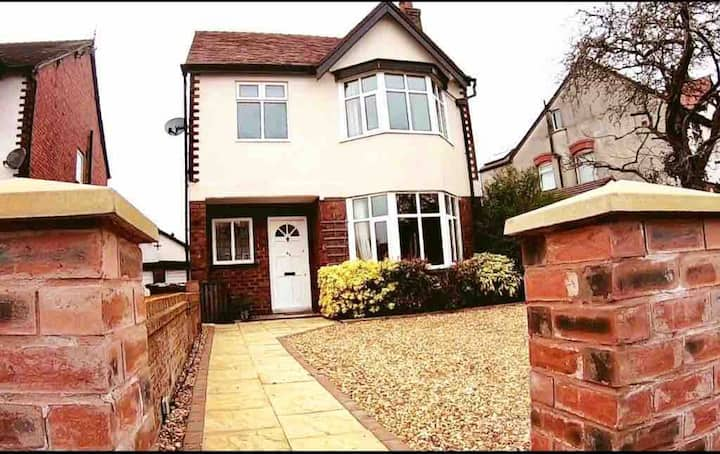 Beautiful Detached House, Hillside Southport